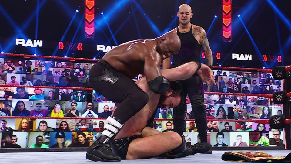 WWE RAW Results – Contract Signing, The New Day's Game Night, WrestleMania Build, More