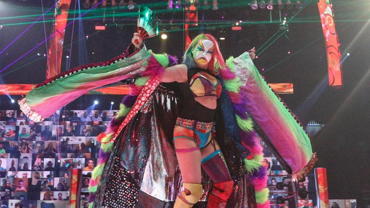 Photo: Asuka Likely Injured As She Is Spotted Wearing Arm Brace